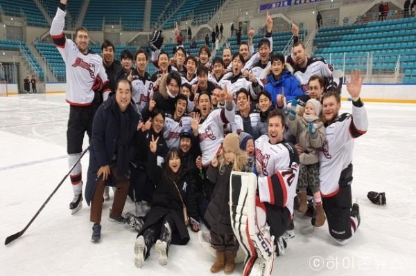 batch_[크기변환]제73회 종합선수권대회에서 우승을 차지한 하이원 아이스하키팀 (3).jpg